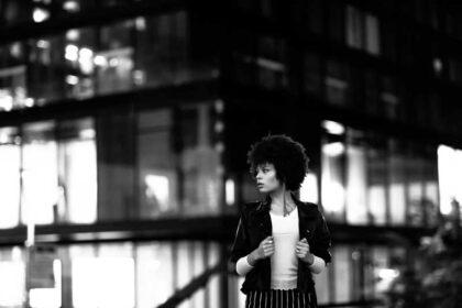 عکس استوک سیاه سفید دختر