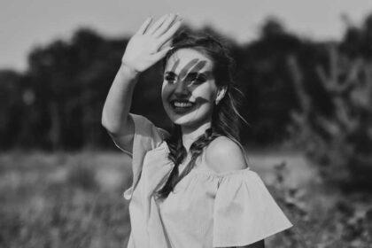 عکس استوک دختر در جنگل