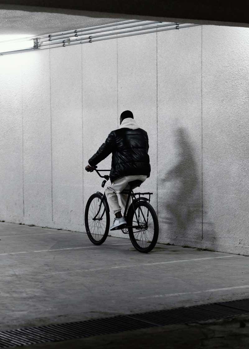 عکس استوک سیاه سفید دوچرخه سواری